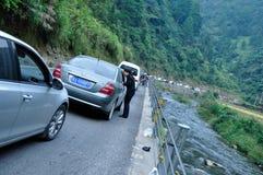 De nationale Dag die in de bergen van auto stopt Royalty-vrije Stock Afbeeldingen