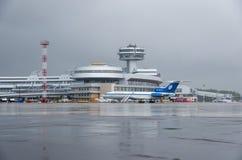 De Nationale luchthaven van Minsk - 11 Juli, 2015 Stock Afbeeldingen