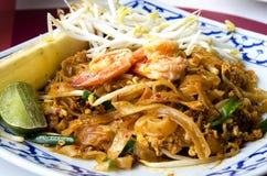 De nationale schotels van Thailand, be*wegen-gebraden rijstnoedels. Royalty-vrije Stock Afbeeldingen