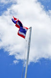 De Nationale vlag van Thailand en blauwe hemel royalty-vrije stock afbeeldingen