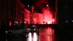 De nationalisten protesteren in centrum van Krakau stock videobeelden