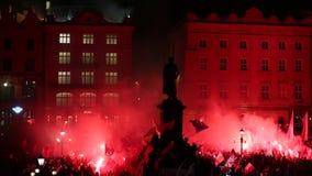 De nationalisten protesteren in centrum van Krakau Ongeveer 3 000 mensen namen aan Maart van Vrij Polen deel stock video
