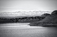De Natte die Bergen van Meer Pueblo worden gezien Stock Foto