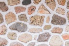 De natuurlijke achtergrond van de steenmuur Omheining van natuurlijke materialen wordt gemaakt dat stock afbeelding