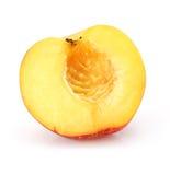 De natuurlijke besnoeiing van het perzikfruit die op wit wordt geïsoleerdt royalty-vrije stock foto's