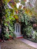 De natuurlijke decoratie van de thuisfrontdeur stock fotografie