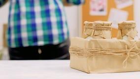 De natuurlijke doos van de de flessenambacht van het melk organische zuivelvoedsel stock video
