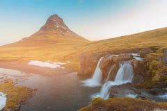 De natuurlijke waterval van de Kirkjufellsfossvulkaan, IJsland Royalty-vrije Stock Foto
