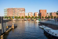 De Nederlandse moderne stad van Westerdokamsterdam Nederland stock foto