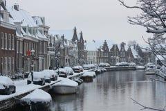 De Nederlandse Stad van Snowcoverd Stock Foto's