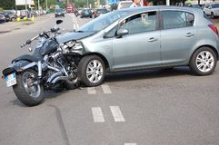 De neerstorting van de motorfiets op stedelijk gebied Stock Fotografie