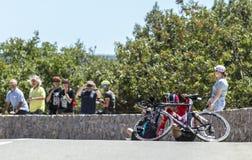 De Neerstorting van Tony Gallopin, Individuele Tijdproef - Ronde van Frankrijk 20 Stock Afbeeldingen