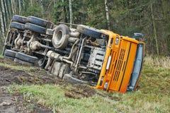 De neerstortingsongeval van de vrachtwagenauto Royalty-vrije Stock Afbeeldingen