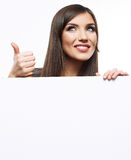 De negócio da mulher da cara dos olhares quadro de avisos de propaganda para fora Fotografia de Stock Royalty Free