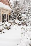 De neige d'empilage maison d'extérieur à l'extérieur photos stock