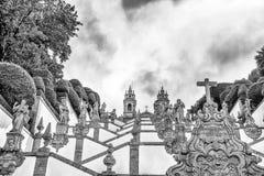 De neoklassieke Basiliek van Bom Jesus do Monte/Kerkgodsdienst faithfuls/Braga Portugal royalty-vrije stock afbeeldingen