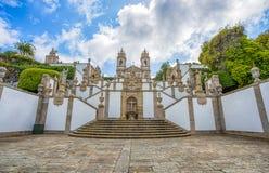 De neoklassieke Basiliek van Bom Jesus do Monte/Kerkgodsdienst faithfuls/Braga Portugal royalty-vrije stock afbeelding