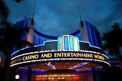 De neonlichten van het casino Stock Afbeeldingen
