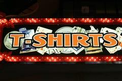 De neonlichten van t-shirts Stock Foto's
