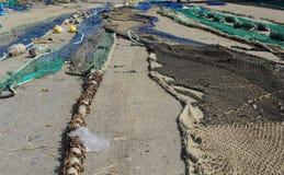 De netten die van de visserij ter plaatse drogen stock afbeeldingen