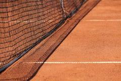 De netto & rode grond van het tennis stock afbeeldingen