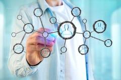 De netwerkverbinding met mensen verbond elkaar in technologie w Stock Afbeeldingen