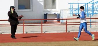 De niet geïdentificeerde jongen bij de 20.000 meters rent gang Stock Fotografie