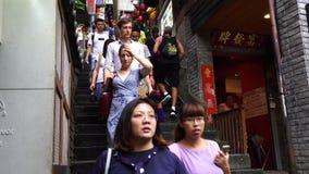 De niet geïdentificeerde Mensen bezoeken erfenis Oude Stad van Jiufen in de Nieuwe Stad van Taipeh, Taiwan stock footage