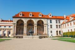 De niet geïdentificeerde mensen bezoeken Wallenstein-momenteel Paleis het huis van de Tsjechische Senaat in P Royalty-vrije Stock Fotografie