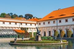 De niet geïdentificeerde mensen bezoeken Wallenstein-momenteel Paleis het huis van de Tsjechische Senaat in P Royalty-vrije Stock Afbeelding