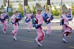 De niet geïdentificeerde dansers nemen bij de 73ste Jaarlijkse Nisei-Week G deel Stock Afbeeldingen