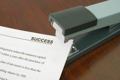 De nietmachine en het document van het bureau Royalty-vrije Stock Foto