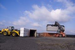 De Nietmachine und Radlader van de container Stock Fotografie