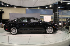 De nieuwe Amerikaanse sedan bij auto toont Stock Afbeeldingen