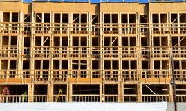 De nieuwe bouw in aanbouw Royalty-vrije Stock Foto's