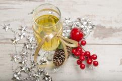 De nieuwe decoratie van het de champagneglas van de jaarvooravond Stock Fotografie