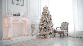 De nieuwe decoratie van de jaarboom stock footage