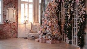 De nieuwe decoratie van de jaarboom stock video