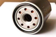 De nieuwe die filter van de autoolie op witte achtergrond wordt geïsoleerd Sluit omhoog royalty-vrije stock foto