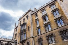 De nieuwe hofbouw, de rivier zijvoorgevel die met Brug van Sighs, Cambridge, Engeland verbonden is royalty-vrije stock foto