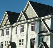 De nieuwe Huisvesting van de Rij van Huizen Stock Foto's