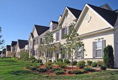 De Nieuwe Huizen van Upscale stock afbeeldingen