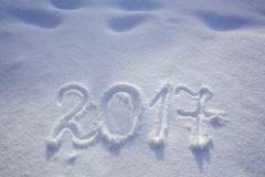 De nieuwe jaren dateren 2017 geschreven in sneeuw Royalty-vrije Stock Foto