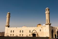 De nieuwe moskee in Al Jumum dichtbij Road van Makkah Mukarramah, Saudi-Arabië stock foto
