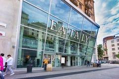 De nieuwe opslag en het restaurant van EATALY in Milaan, Italië Stock Fotografie