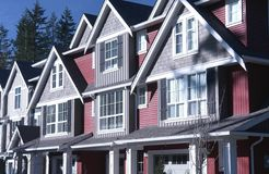 De nieuwe Rijtjeshuizen van Huizen Afforable stock fotografie