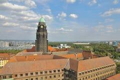 De Nieuwe Stad Hall Rathaus met zijn prominente toren overheerst de horizon van het satellietbeeld van Dresden, Dresden, Saksen S royalty-vrije stock foto's