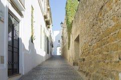 De Nieuwe Straat van Arcos de la Frontera in de provincie van Cadiz Stock Fotografie
