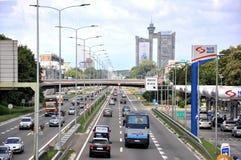 De nieuwe straat van Belgrado en westelijke poorten van Belgrado royalty-vrije stock afbeelding