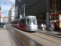 De nieuwe tram van Praag die door Porsche wordt ontworpen Stock Foto's